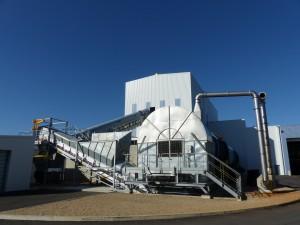 L'ensemble collecte + traitement dans une filière TMB a des coûts comparables aux autres filières (décharge, incinération). Ici, l'usine de Marsan (Landes), construite par Tiru.