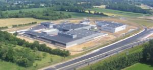Vue aérienne de l'usine de Cavigny, près de Saint-Lô (Manche), appartenant au SMPF et qu'il exploite en régie.