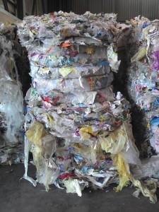 Loi «Royal» : vaisselle et sacs en plastique au pilori