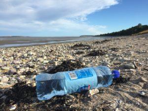 Fin des emballages plastiques à usage unique en 2040: pas d'étude d'impact
