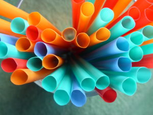 Plastiques à usage unique : l'étrange directive SUP