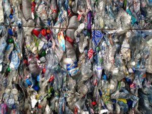 Bouteillesplastiques: l'étrangefichier de l'Ademe