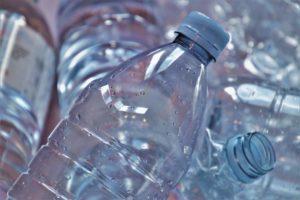 Fin des emballages plastiques à usage unique : la montagne AGEC va accoucher d'une souris